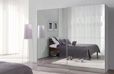 Moderner Kleiderschrank mit Spiegel