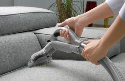 Wie reinigt man ein Sofa? Möglichkeiten für Zuhause und professionelle Pflegemittel